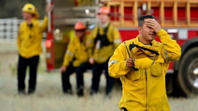 California, inferno di fuoco vicino a Los Angeles: pompieri al lavoro da giorni