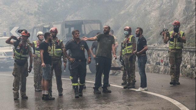 L'Aquila, un vasto incendio minaccia il centro abitato