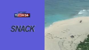 Dispersi su un'isola del Pacifico, si salvano grazie a un SOS sulla sabbia