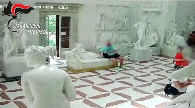 """Statua del Canova danneggiata, turista austriaco: """"Pagherò i danni"""""""