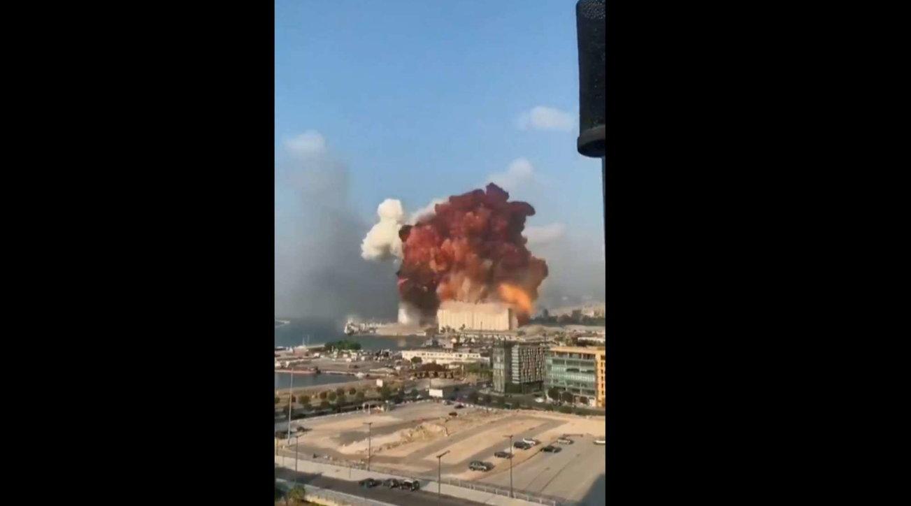 Beirut, la fotosequenza della devastante esplosione