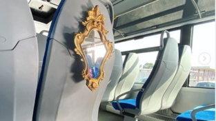 Posto riservato con... specchio per chi sale sui bus extraurbani del Lazio senza mascherina