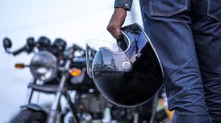 Uomo, vacanze e viaggi in moto: come preparare il bagaglio in pochi step