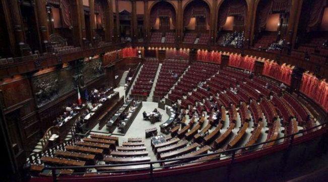 Il Parlamento chiude per ferie | Le vacanze sono più brevi del solito