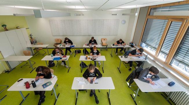 Scuola, c'è il via libera: assunzioni a tempo indeterminato per 84mila insegnanti e 11mila Ata