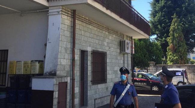 Ladro precipita dal secondo piano dopo un furto: morto
