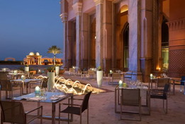 Ecco l'hotel extralusso dove risiede l'ex monarca Juan Carlos