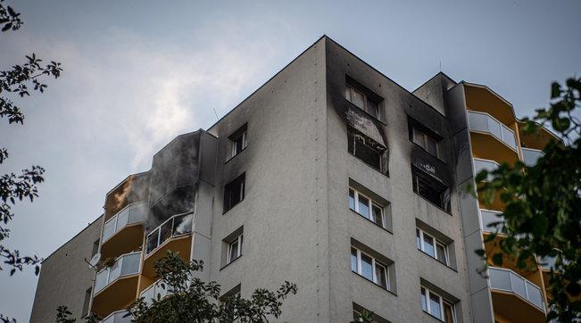 Repubblica Ceca, rogo in un condominio: 11 morti, tre sono bambini | Foto