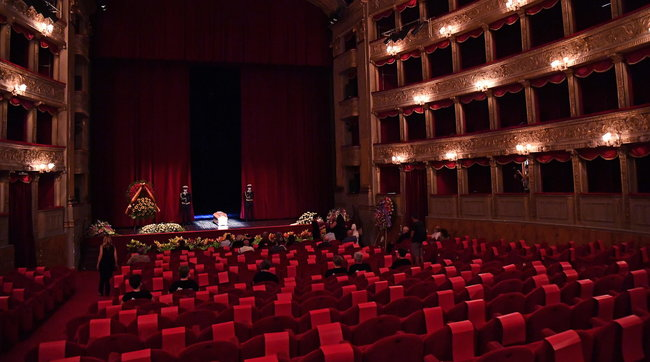 In fila per l'ultimo saluto a Franca Valeri: la camera ardente a Roma