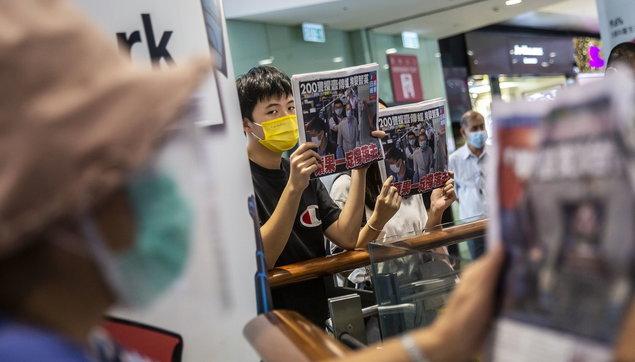 Hong Kong, rilasciati su cauzione il tycoonJimmy Lai e l'attivistaAgnes Chow