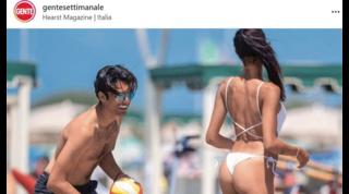 Matteo Bocelli in spiaggia distratto dalle curve di Miss Italia