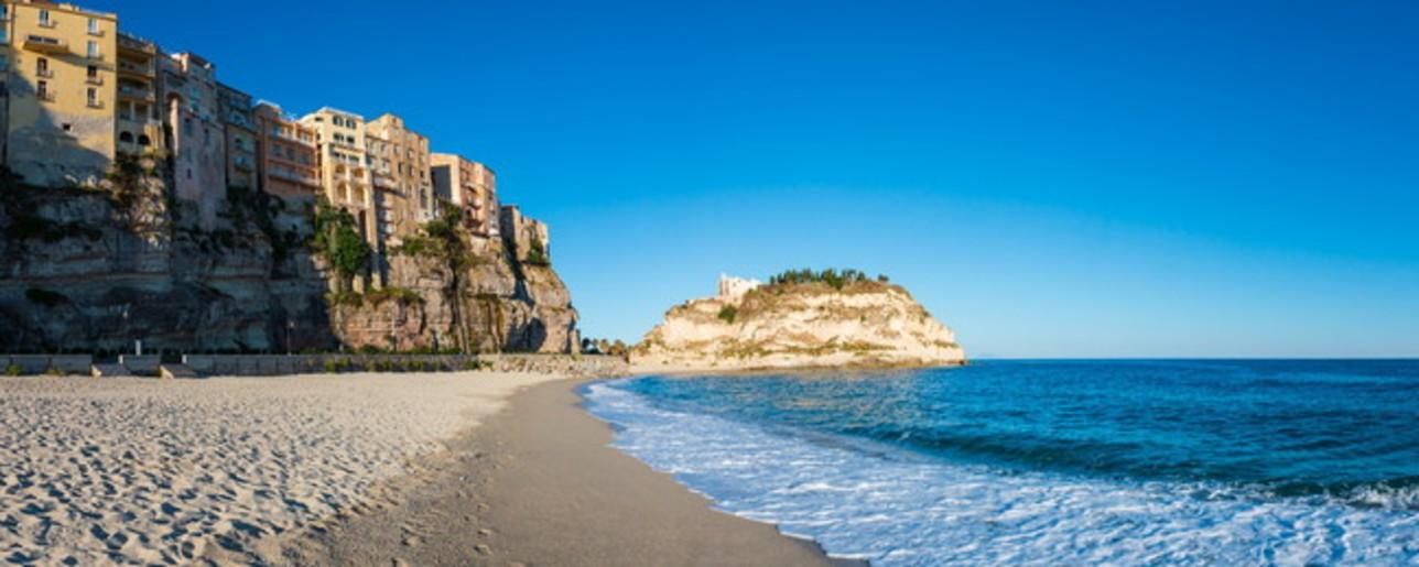 Calabria tra le onde del Tirreno e sorprendenti ghiottonerie
