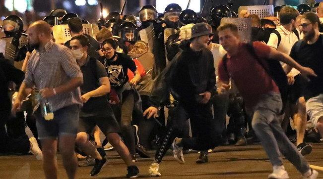 Bielorussia, l'Europa si muove:venerdì consiglio Esteri straordinario | Mille arresti a Minsk | Foto