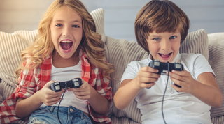 Gb: i videogiochi stimolano l'alfabetizzazione e il benessere emotivo nei bambini