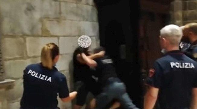 Ostaggio In Duomo Milano All Arrestato Revocato Il Permesso Di Soggiorno Tgcom24