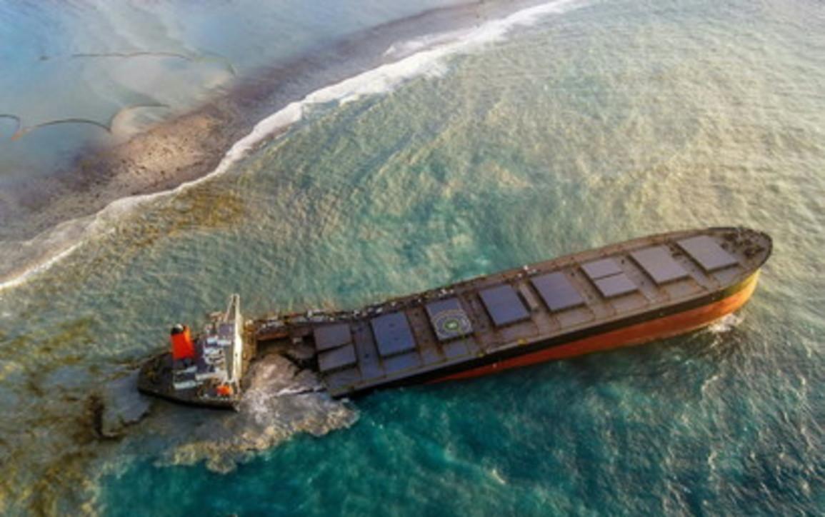 Mauritius, si spezza in due la navegiapponese incagliata