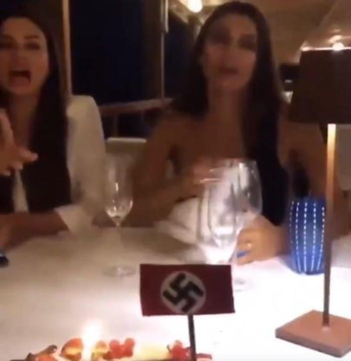 Serena ed Elga Enardu alla festa di compleanno con la svastica