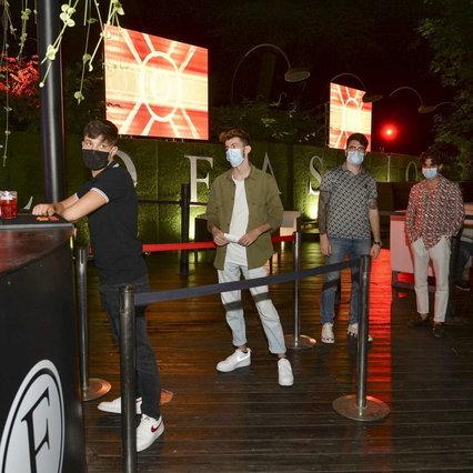 Coronavirus, il governo chiude i locali notturni in tutta Italia   Maschera obbligatoria dal 6 al 6
