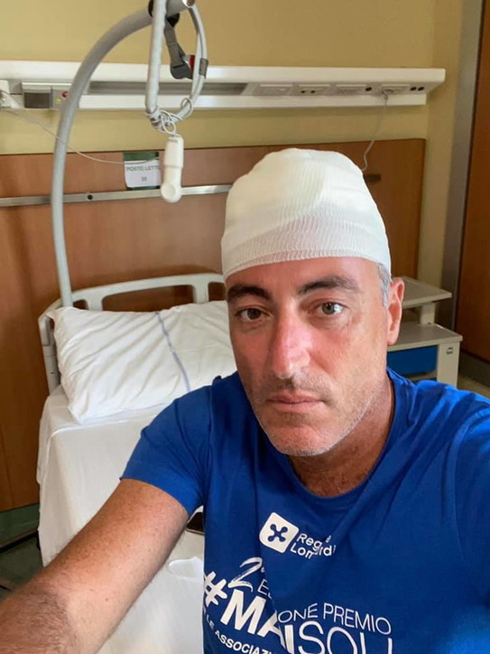 Giulio Gallera, il selfie in ospedale dopo l'incidente