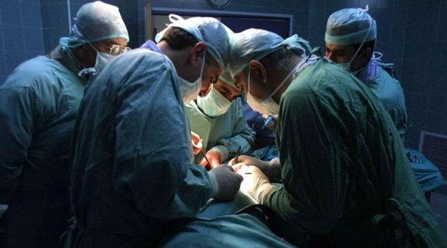 """Varese, """"Guardate se devo operare questo 'frocio' di m..."""": reintegrato il primario che insultò un paziente omosessuale"""