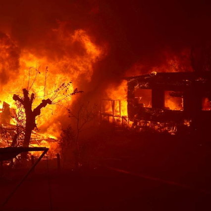 USA, California continues to burn: five dead, 100 thousand people evacuated