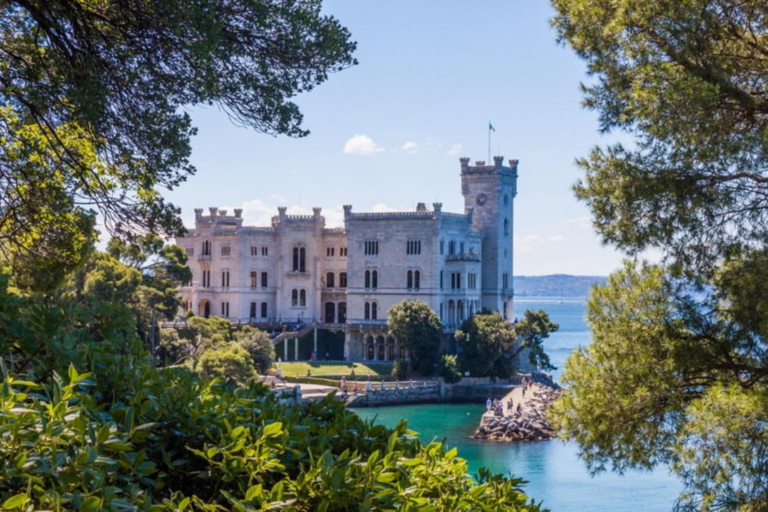 Castelli in riva al mare: meraviglie da scoprire