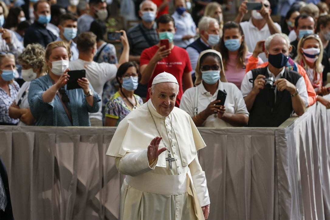 """Papa Francesco riprende le udienze in presenza: """"Bello potersi incontrare di nuovo"""""""