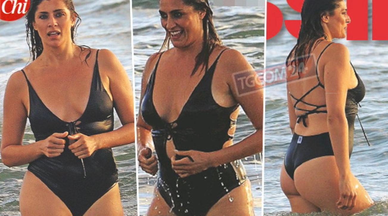 Elisa Isoardi sirenetta sexy tra le onde a Fregene