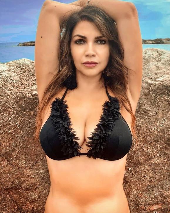 Cristina D'Avena più in forma che mai: fisico mozzafiato e foto sexy