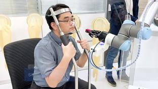 Taiwan, ecco il braccio-robotico che esegue i tamponi senza rischio di diffondere il Covid
