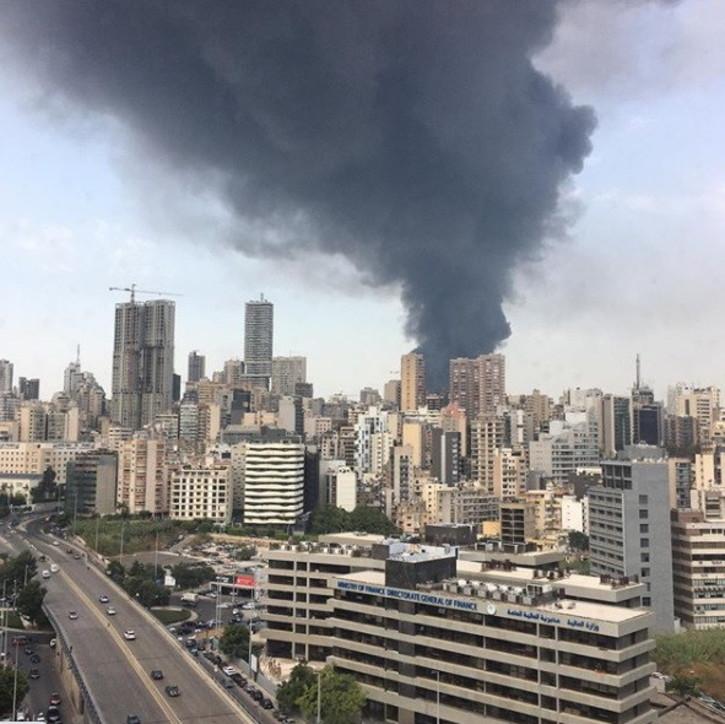Beirut, nuovo incendio al porto: scatta la paura