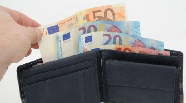 Coronavirus, quattro italiani su dieci temono problemi economici nel corso del 2021
