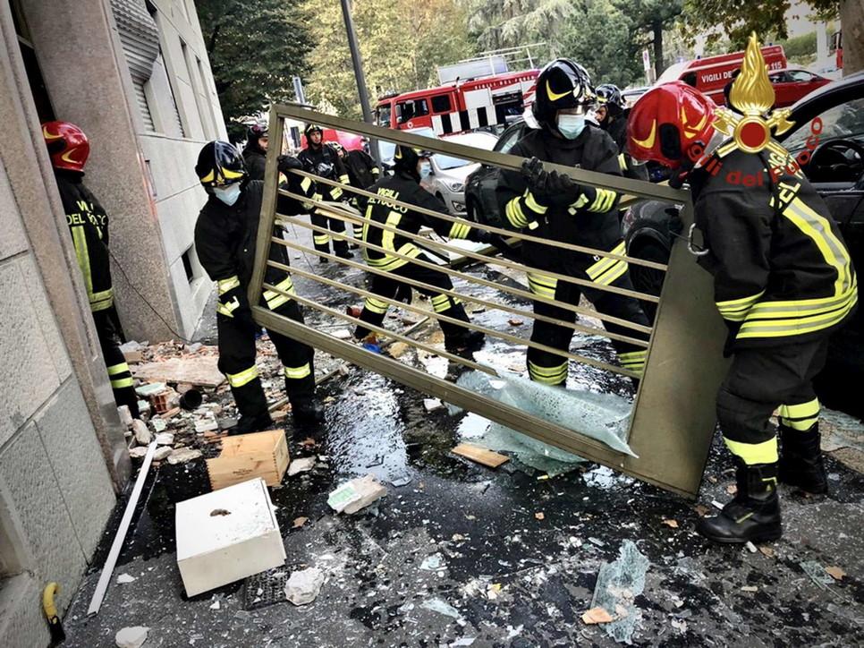 Milano, fortissima esplosione in una palazzina in piazzale Libia