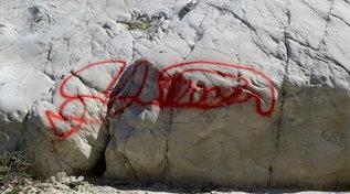 Agrigento, imbrattata la roccia di Punta Bianca
