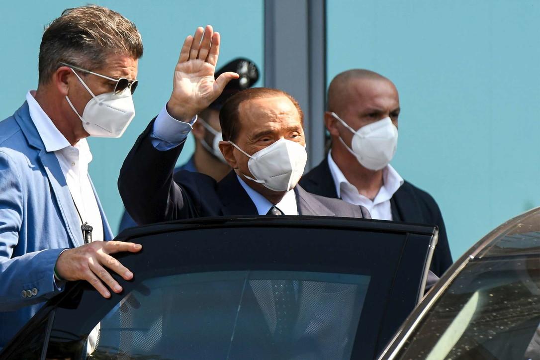 Silvio Berlusconi dimesso dal San Raffaele