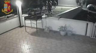 Matera, turiste minorenni violentate: arrestati non rispondono al gip