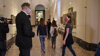 """Milano, la Pinacoteca di Brera si trasforma in """"club"""": al posto del biglietto la tessera e il visitatore diventa socio"""