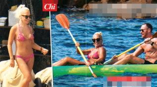 Donatella Versace relax di lusso tra le onde