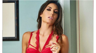 Elisabetta Gregoraci sceglie la lingerie sexy per chiudersi nella Casa del GF Vip