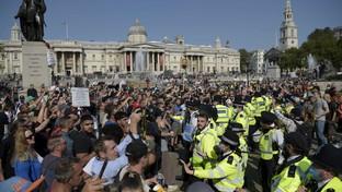 Coronavirus, a Londra corteo controil lockdown: tensioni con la polizia