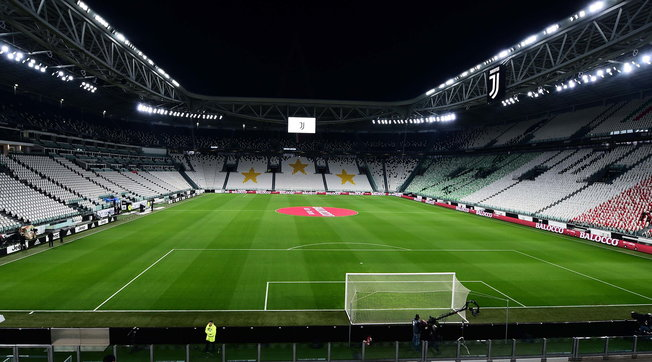 I tifosi di calcio (pochi) possono tornare allo stadio: ok del governo all'accesso di mille spettatori in ogni partita di Serie A