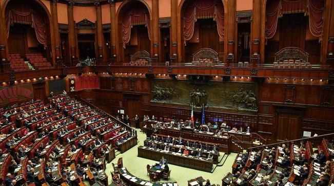 Referendum sul taglio dei parlamentari, i sostenitori del Sì e del No | Foto