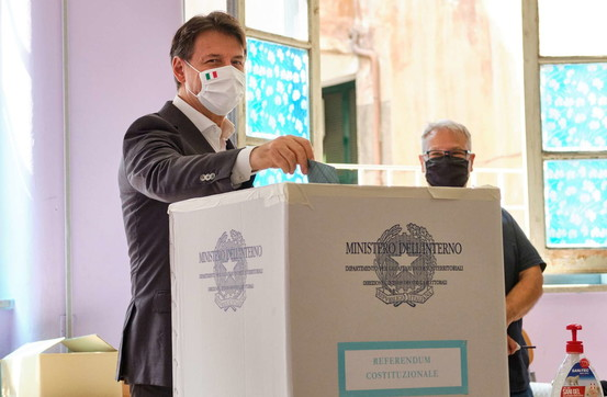 Election day, seggi aperti: i big al voto