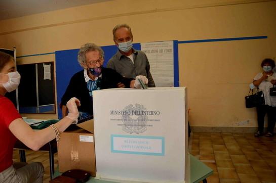 Referendum,neppure il Covidferma nonna Lisa: al voto alla soglia dei 109 anni