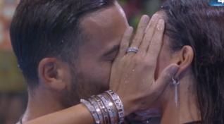 """""""Grande Fratello Vip"""", il bacio tra Elisabetta Gregoraci e Pierpaolo Petrelli"""