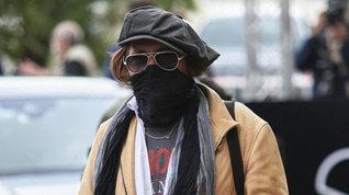 Johnny Depp irriconoscibile in Spagna con cappello e mascherina