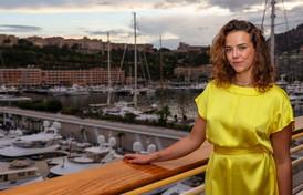 Pauline Ducret illumina lo Yacht Club di Monaco con mamma Stephanie e la sorella Camille