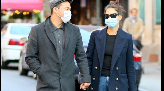 Katie Holmes mano nella mano col fidanzato Emilio Vitolo a New York