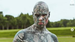 Sylvain, il maestro d'asilo tatuato dalla testa ai piedi