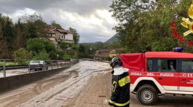 Nubifragio nel Varesotto, fango nelle strade e alberi caduti